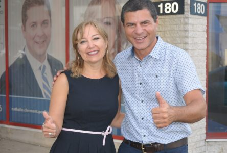 Nathalie Clermont ouvre son local de campagne